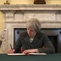 Theresa May firmó la carta en la que solicitará la salida del Reino Unido de la Unión Europea.