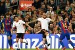 Un Valencia CF intenso y valiente pierde ante el Barcelona en el Camp Nou (4-2). (Foto-Lázaro de la Peña).