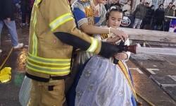 homenaje a los bomberos de Valencia en Fallas 20170319_224057 (16)