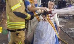 homenaje a los bomberos de Valencia en Fallas 20170319_224057 (20)