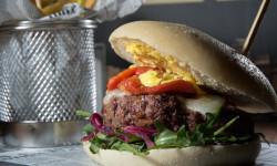 nuestras hamburguesas recien hechas de ternera angus (2)