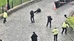 El momento en el que la policía abate el atacante
