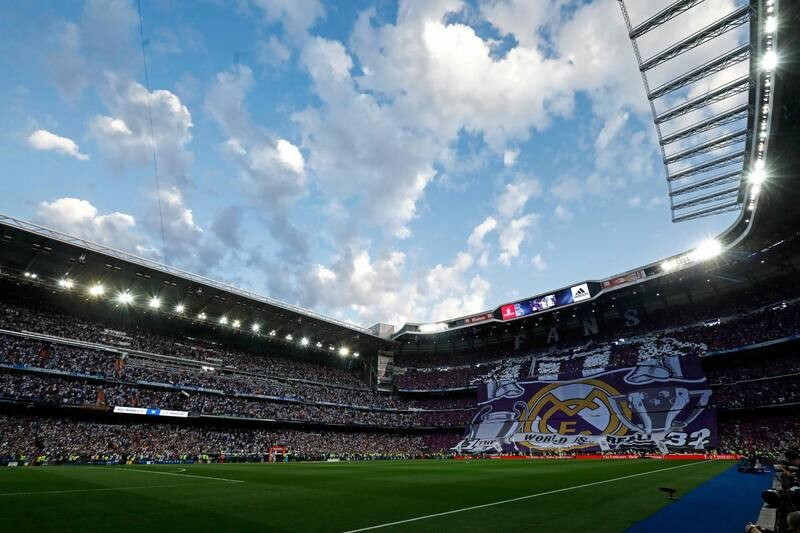 Real Madrid fans unfold a big banner on the stands before the Spanish league football match Real Madrid CF vs FC Barcelona at the Santiago Bernabeu stadium in Madrid on April 23, 2017. / AFP PHOTO / OSCAR DEL POZO