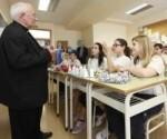 35791_el_cardenal_canizares_visita_una_escuela_diocesana_de_valencia