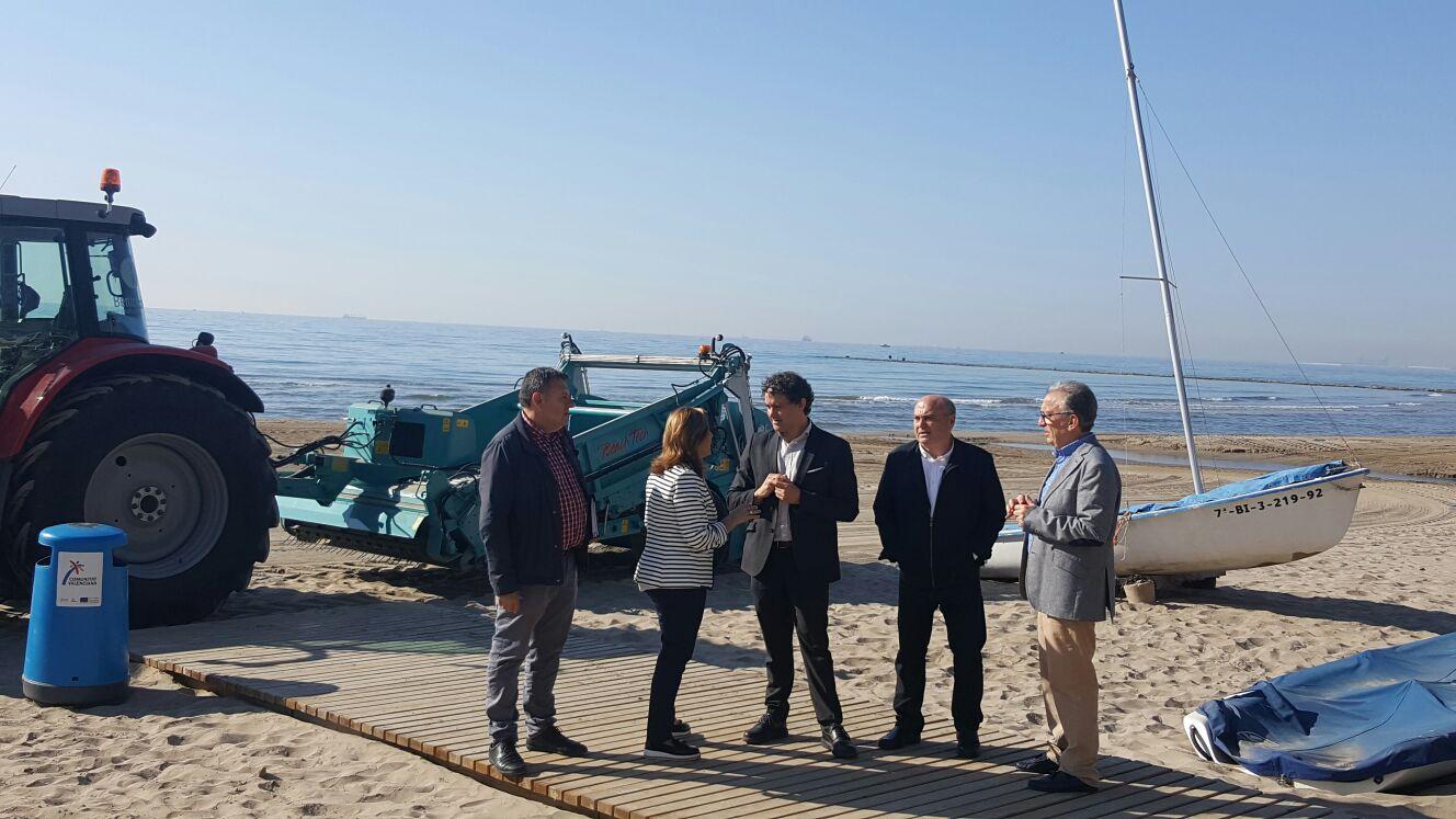 Colomer destaca la importancia de trabajar en el acondicionamiento y mejora de las playas todo el año