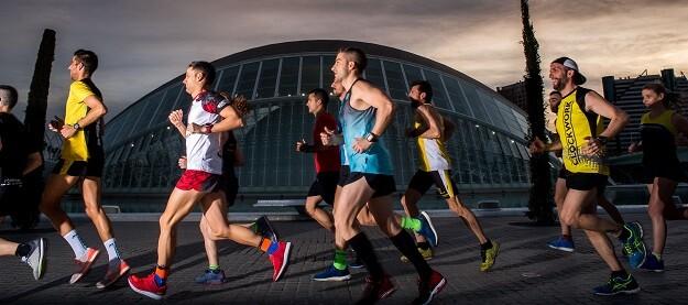 El Consejo de la IAAF aprobó la salida de la élite masculina y la prueba popular a las 1730 horas, 25 minutos después de la élite femenina.
