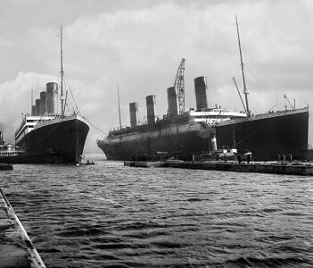 El Olympic junto al Titanic.