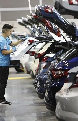 El certamen pone a la venta hasta el domingo más de 900 vehículos.