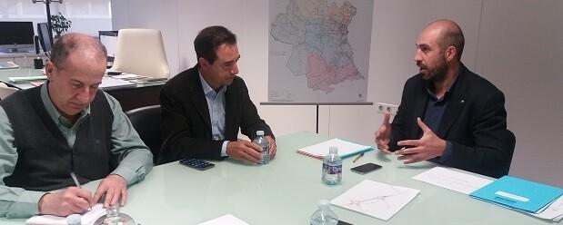 El diputado Pablo Seguí con los alcaldes de Manises y Riba-Roja de Túria, Jesús Borràs y Robert Raga.
