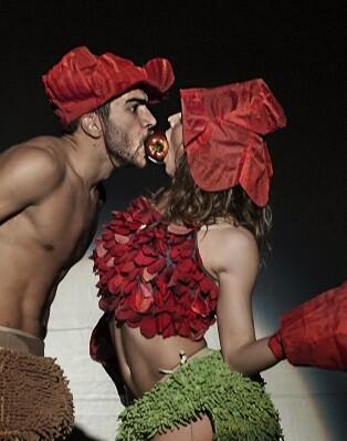 El teatro, cerrado desde septiembre, seguirá desarrollándose en el TEM con los montajes 'Eva y Adán' y 'L'Engranatge'.