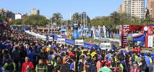 Escalada, carrera por montaña y una prueba de orientación componen los desafíos a los que los escolares valencianos se enfrentan.