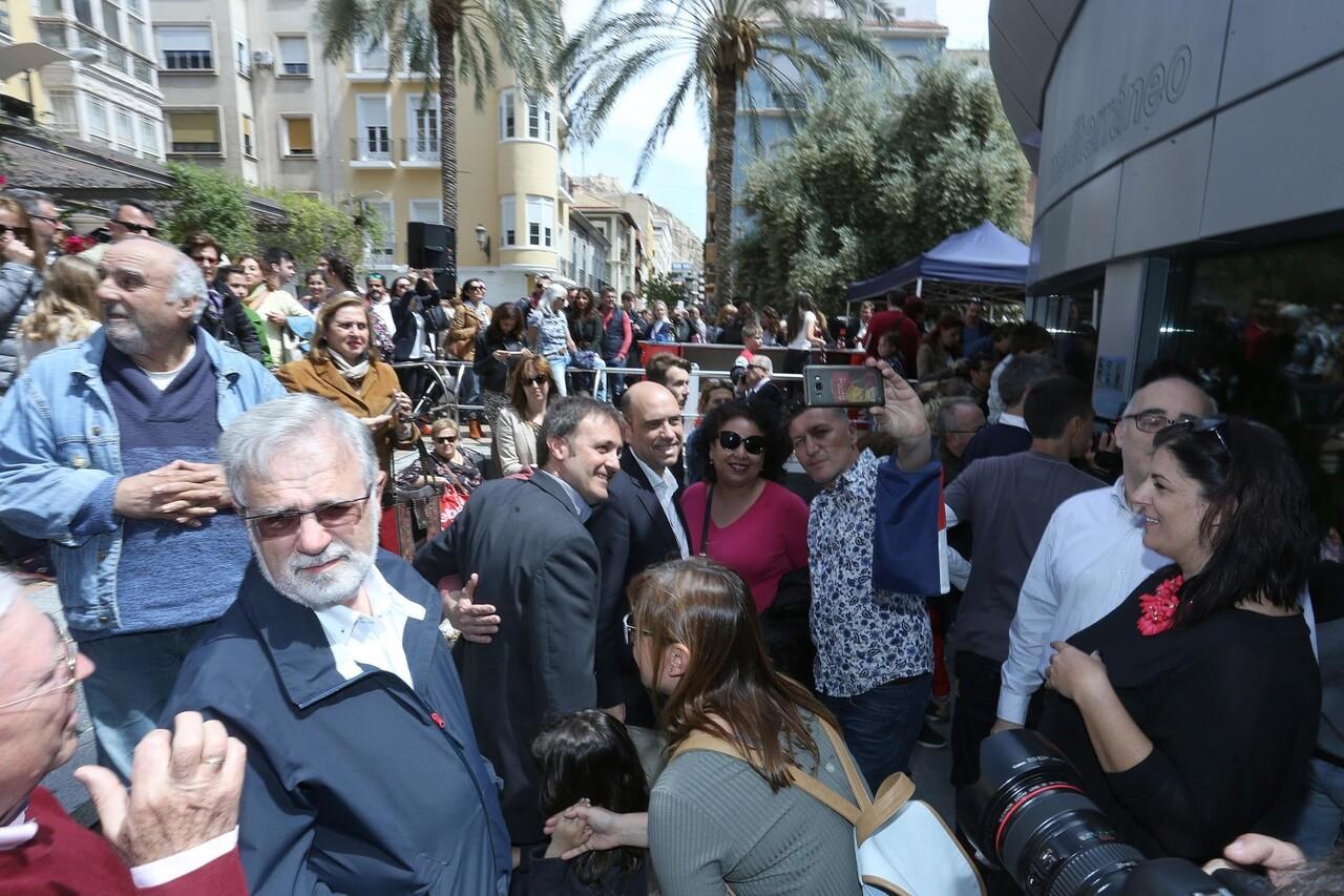 Gabriel Echávarri y Gloria Vara, han sido los encargados de inaugurar el acuario de plaza nueva en Alicante (6)