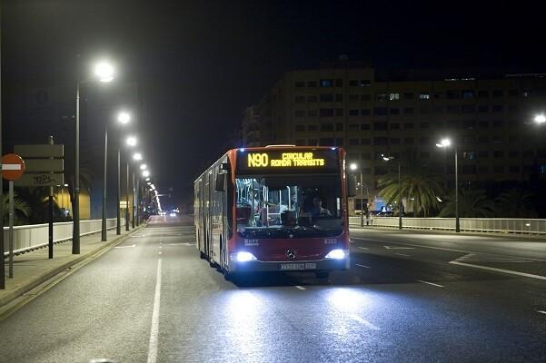 Grezzi presenta la mejora del servicio nocturno de la EMT y anuncia la segregación del carril bus de la calle Colón.
