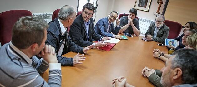 Jorge Rodríguez durante un encuentro reciente con los alcaldes y alcaldesas del Rincón de Ademuz.