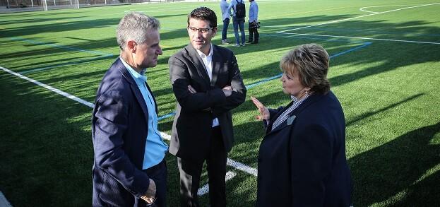 Jorge Rodríguez y Mercedes Berenguer durante su visita a las obras del PIFS en l'Eliana.