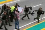 La Fiscalía venezolana confirma la muerte de 26 personas durante la ola de protestas.