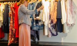Las valencianas dan la bienvenida a BA&SH, la firma de moda que arrasa en París y que se instala en Sorní VALENCIA (52)