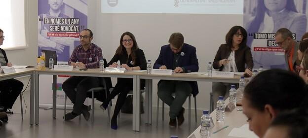 Mónica Oltra, presidió la constitución de la comisión mixta.