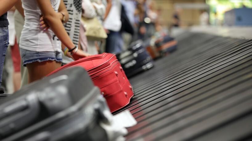 Maletas_aeropuerto La Comunitat Valenciana avanza posiciones en el ranking turístico entre los destinos nacionales