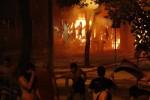 Manifestantes opositores a la reelección presidencial en Paraguay incendian el Congreso y agravan la crisis institucional.