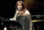 María del Mar Bonet celebra sus 50 años en los escenarios presentando su nuevo disco en el Teatro Principal.