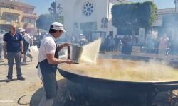 Paella gigante en la I Mostra de Municipis del Camp de Túria a Sant Antoni de Benagéber (4)