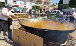 Paella gigante en la I Mostra de Municipis del Camp de Túria a Sant Antoni de Benagéber (5)
