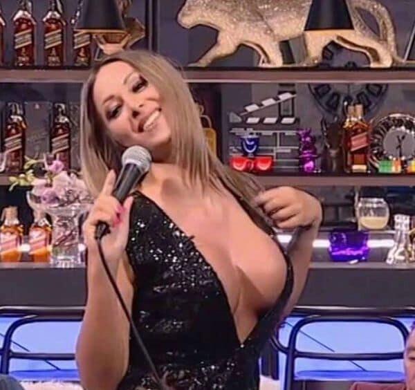 Senada Nurkic, presentadora de un canal de televisión serbio, fue despedida por prostitución (6)
