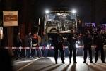 """Tres """"potentes"""" explosiones al paso del autobús del Borussia Dortmund hieren de forma """"grave"""" al jugador Marc Bartra. 1"""