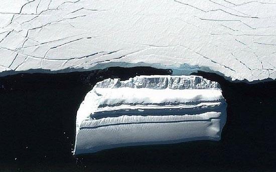 base-extraterrestre-en-forma-iceberg