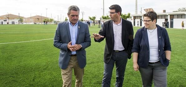 Catadau inaugura su campo de fútbol con césped artificial. (Foto-Abulaila).