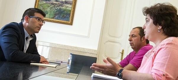 El presidente, Jorge Rodríguez, y la alcaldesa de Fuenterrobles, Estefanía Berlanga. (Foto-Abulaila).
