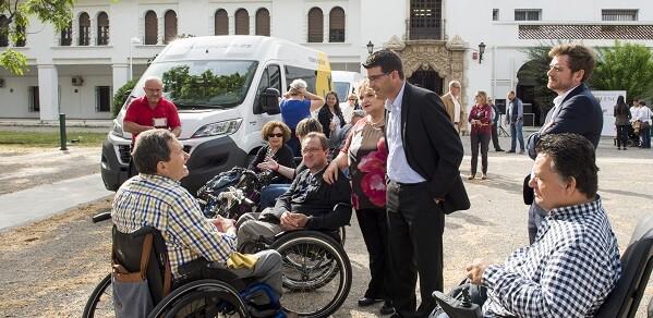 El presidente de la Diputación, Jorge Rodríguez, y la diputada de Bienestar Social, Mercedes Berenguer, durante el acto. (Foto-Abulaila).