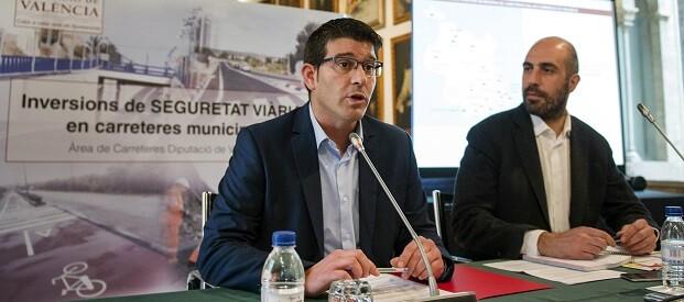 El presidente de la Diputación de Valencia, Jorge Rodríguez , y el diputado de Carreteras, Pablo Seguí.