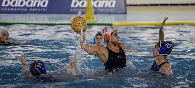El torneo, que supone una apuesta por el waterpolo femenino, alcanza su quinta edición consolidándose en el circuito nacional de waterpolo femenino.