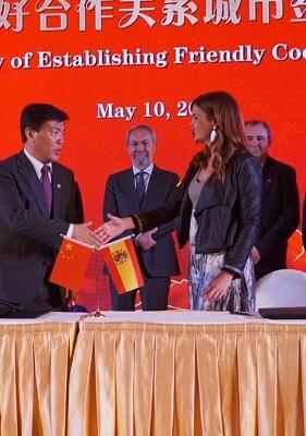 Firma del memorando entre València y Chengdú.