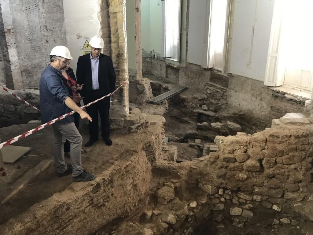 HAC_01_Foto_conseller_arqueologo_excavaciones