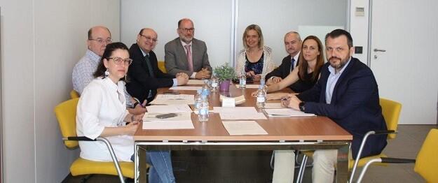Helena Ferrando junto a representantes de Aerte.