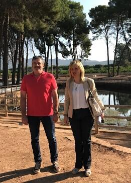 Josep Bort junto a la alcaldesa de Quart de les Valls, Maria del Pilar Álvarez.