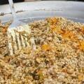 La plaza del Ayuntamiento se convierte el domingo en un sequero de arroz y una gran cocina para degustar las mejoras recetas.