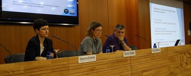 Los ponentes, Esperanza Zambrano y Ricard Martínez, durante el seminario.