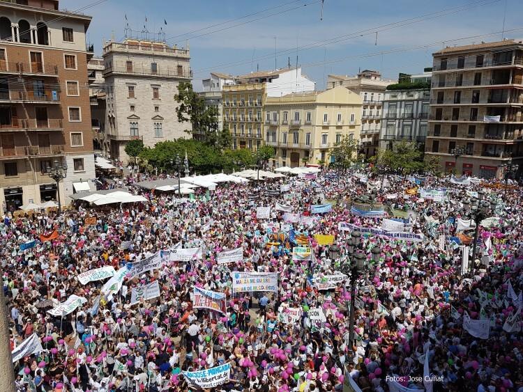Manifestación por el cierre de 31 clases de Bachillerato en la Comunidad #Libertaddeeducación27.1