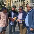 Okuda visita con Latorre y Sanz el emplazamiento en el que plantarán la falla grande municipal el año que viene.