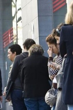 Personas paradas en busca de empleo.