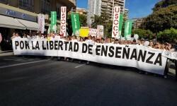 Por la libertad de enseñanza manifestación en Valencia de educación concertada con la supresión de conciertos 20170506_172849 (23)