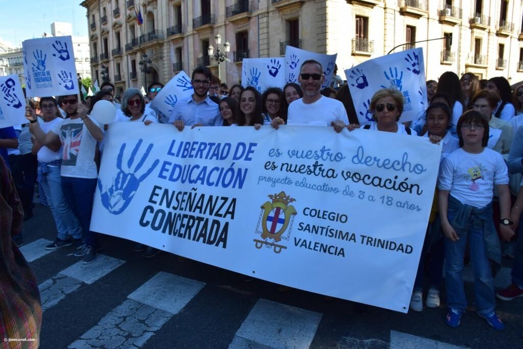 Por la libertad de enseñanza manifestación en Valencia de educación concertada con la supresión de conciertos 20170506_172849 (266)