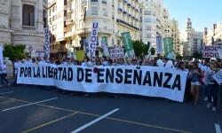 Por la libertad de enseñanza manifestación en Valencia de educación concertada con la supresión de conciertos 20170506_172849 (313)