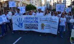 Por la libertad de enseñanza manifestación en Valencia de educación concertada con la supresión de conciertos 20170506_172849 (359)