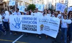 Por la libertad de enseñanza manifestación en Valencia de educación concertada con la supresión de conciertos 20170506_172849 (360)