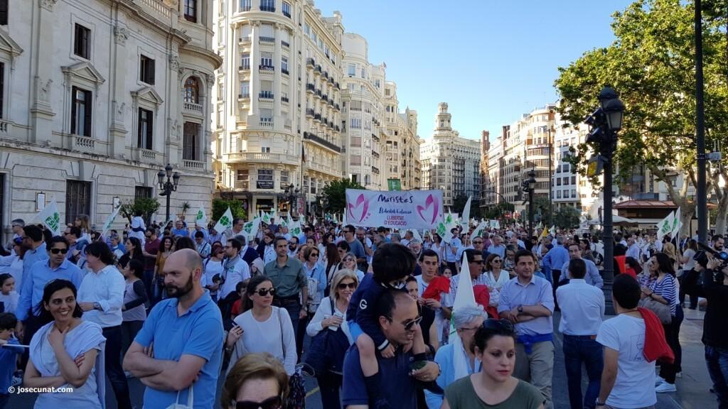 Por la libertad de enseñanza manifestación en Valencia de educación concertada con la supresión de conciertos 20170506_172849 (70)